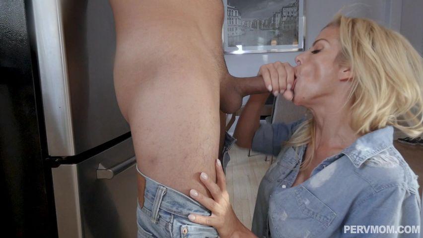 Alexis Fawx Shower Threesome