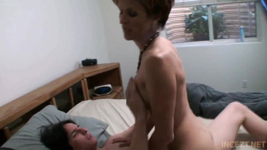 Mom Horny Can T Resist Son