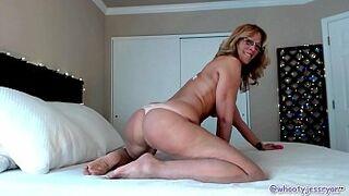 Hot Milf JessRyan Camgirl Big Ass Shaking Mom